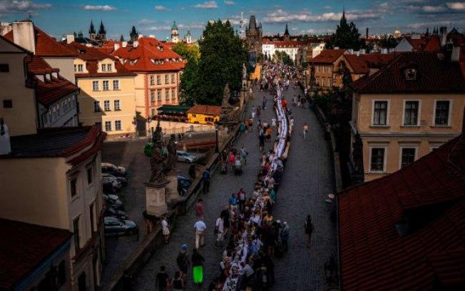 322oq2lahfzg3eu3s0dzim5li - República Tcheca celebra fim do lockdown com jantar comunitário