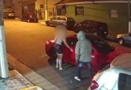 Criminosos roubam carro de luxo avaliado em R$300 mil