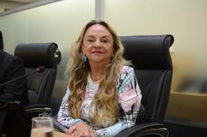 Dra. Paula 4 300x199 - Doutora Paula solicita ao governo instalação de UTI Neonatal no Hospital Regional de Cajazeiras