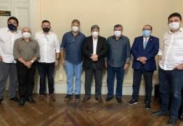 João Azevêdo formaliza aliança política com Roberto e Raniery Paulino em Guarabira: 'Avanço importante'