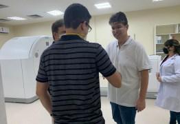 Ruy faz visita técnica a nova ala de quimioterapia que ajudou a construir no Napoleão Laureano