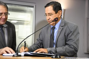 anisio maia deputado estadual foto ascom alpb 300x200 - Anísio Maia assume mandato na ALPB no lugar de Genival Matias