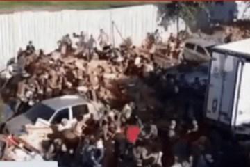 b0ab3f1a43933a0e6cf33e514a294b88 - Caminhão frigorífico com carne é saqueado por multidão em favela