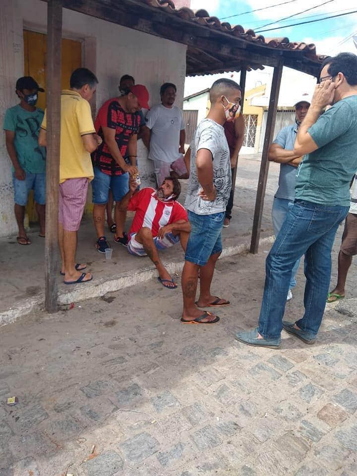 b3f38224 07aa 4956 9f76 504b66b9e87b - Pré-candidato a prefeito de Patos, Dr. Ramonilson, faz campanha antecipada com direito a aglomeração e bebida alcoólica - VEJA IMAGENS