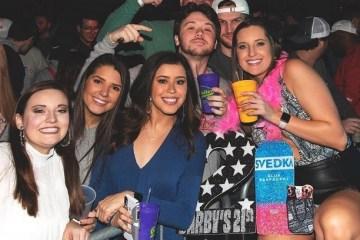 Em 'festas da Covid-19', jovens apostam para ver quem será infectado primeiro