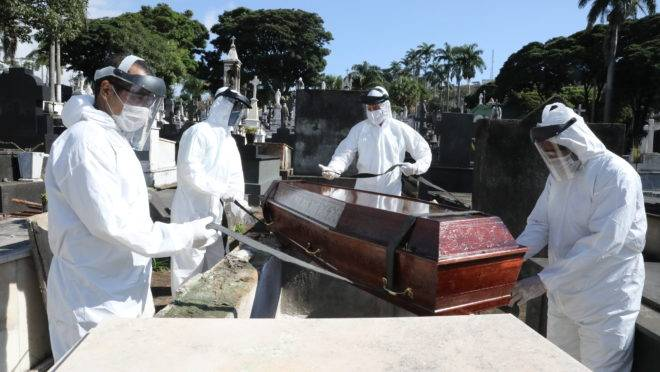 corona 5ee0e5493ed1d - Covid-19: Brasil ultrapassa marcas de 90 mil mortes e 2,5 milhões de casos