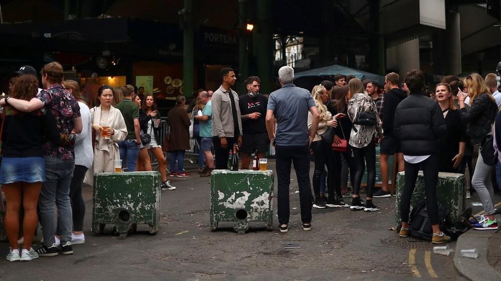 foto3 7  - 'Bêbados não fazem distanciamento', diz policial após pubs reabrirem em Londres