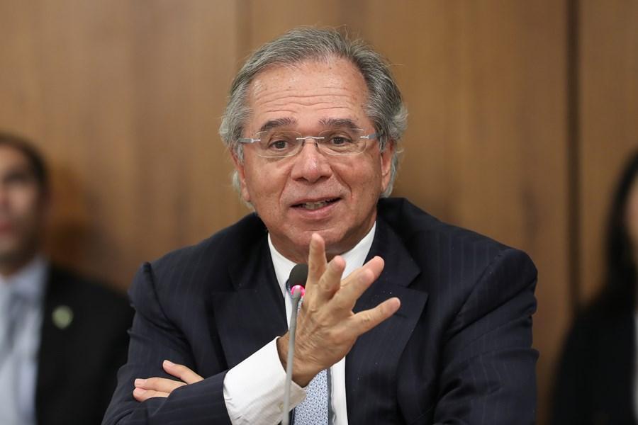 paulo guedes 4 - Guedes informa a aliados que auxílio emergencial será de 4 parcelas de R$ 300