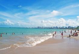 Banhos de mar e atividades na areia da praia permanecem proibidos em João Pessoa