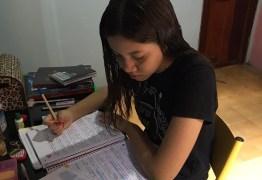 Ensino público vive 'apagão' na pandemia com alunos sem acesso às aulas on-line