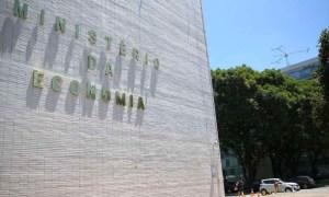 1596067470164 300x180 - Governo propõe salário mínimo de R$ 1.067 para 2021