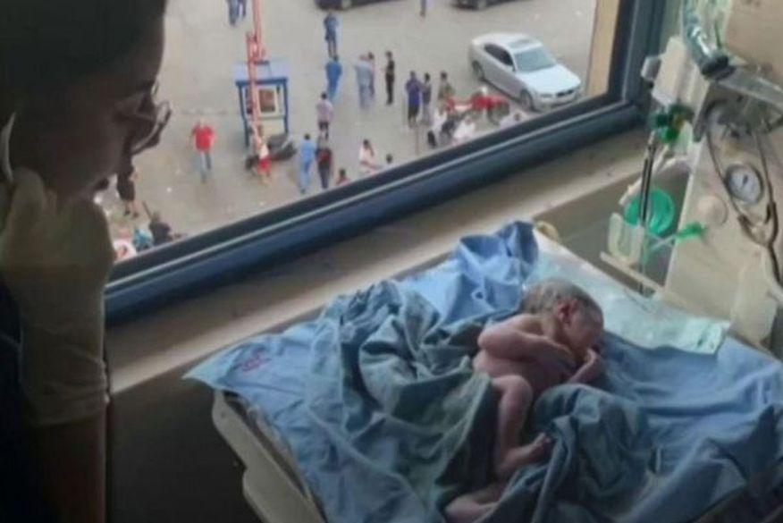 202008061254 c4046a25b9 - BEIRUTE: Mulher dá à luz após explosão destruir parte do hospital durante o parto