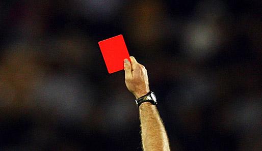 CARTO 11 - Tossir em adversário poderá render cartão vermelho no futebol