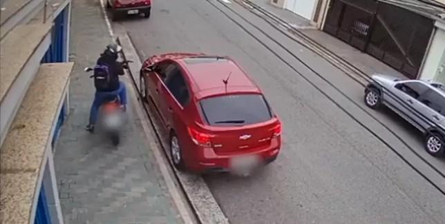 MOTO - LATROCÍNIO OU EXECUÇÃO?: Polícia de SP investiga causa da morte de contador morto a tiros - VEJA VÍDEO