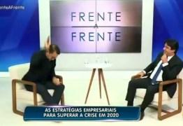 DOIDEIRA: Empresário atira no chão celular que tocou ao vivo durante entrevista na TV – VEJA VÍDEO