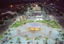 """""""Se tornou um cartão postal"""": Prefeito de Barra de São Miguel entrega Praça Ismael Mahon restaurada"""