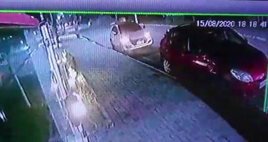 acidente 1 - Câmeras flagram momento em que caminhonete capota durante perseguição policial em JP; VEJA VÍDEO