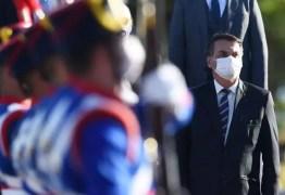 """Bolsonaro diz que Forças Armadas garantem """"liberdade"""" e """"tranquilidade"""""""