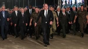 bolsonaro exercito 1 300x167 - Comando do Exército pagou R$ 172 mil a investigada no esquema de rachadinha de Flávio Bolsonaro