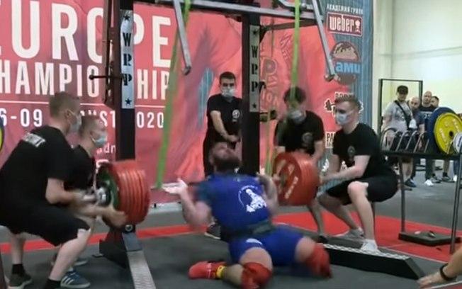 c6dtjjib5kf21chpgjdoeu4qt - CENAS FORTES: atleta fratura os joelhos ao tentar levantar peso;VEJA VÍDEO