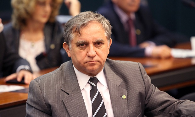 izalci - RECADO DADO: Planalto estuda retaliar senadores que votaram a favor do reajuste dos servidores