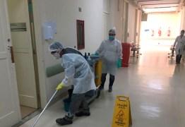 Auxiliares de limpeza contam sua rotina em hospital durante pandemia