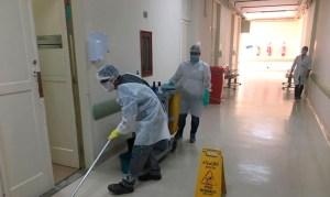 limpeza hospitalar 2 300x179 - Auxiliares de limpeza contam sua rotina em hospital durante pandemia