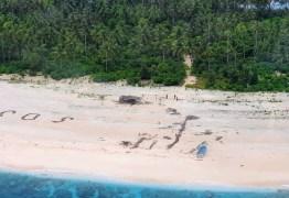 Homens são resgatados de ilha do Pacífico após escreverem 'SOS' na areia