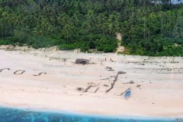 micronesia - Homens são resgatados de ilha do Pacífico após escreverem 'SOS' na areia