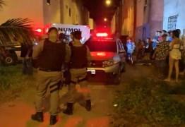 Mulher é encontrada morta em apartamento e companheiro é suspeito do crime, em João Pessoa