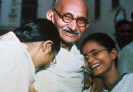 Par de óculos de Gandhi avaliado em R$ 105,8 mil vai a leilão