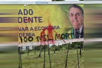 Outdoors favoráveis a Bolsonaro amanhecem pichados em João Pessoa