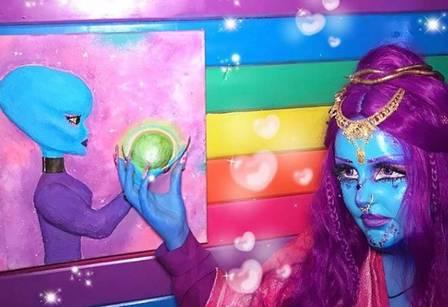 xblog blue 3.jpg.pagespeed.ic .650aY2pf5M - Mulher que se identifica como alien sonha ter pele azul de forma definitiva