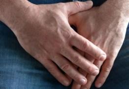 Mulher arranca pênis do ex a dentadas durante briga por causa de rato