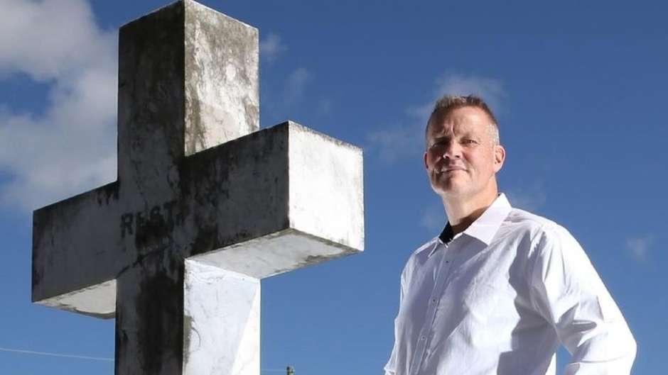 114369840billedgar - 'Sou um confessor de caixão': conheça o homem que é pago para revelar segredos dos mortos durante seus funerais