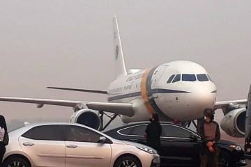 Avião de Bolsonaro arremete em Mato Grosso por causa da fumaça