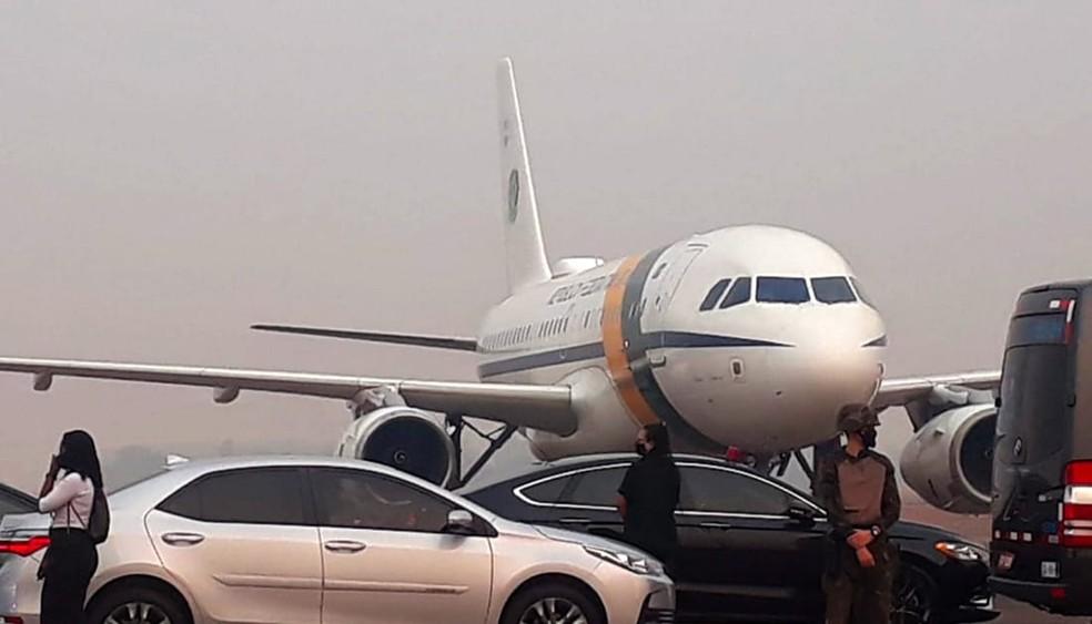 Aviao Bolsonao - Avião de Bolsonaro arremete em Mato Grosso por causa da fumaça