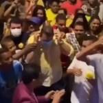 Capturar 34 - Em convenção, prefeito causa aglomeração, pega máscara usada por eleitor, põe no rosto e tira foto - VEJA VÍDEO
