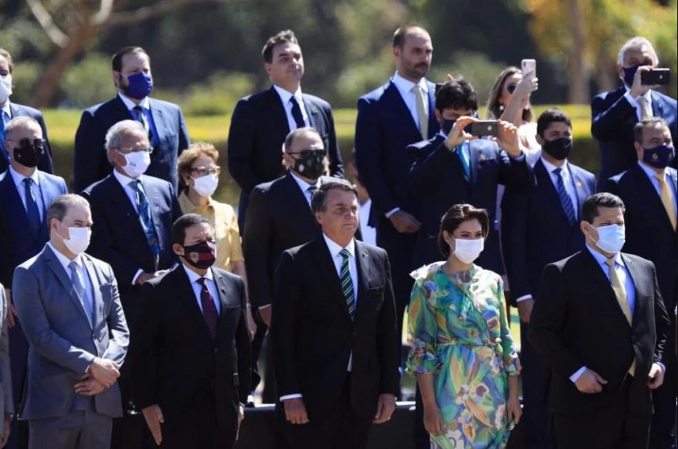 CapturarKK - Sem desfile devido à pandemia, Bolsonaro gera aglomeração em ato do 7 de Setembro - VEJA VÍDEO