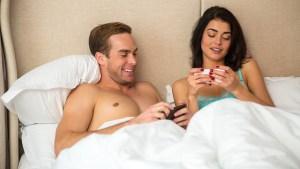 Casal 300x169 - DIA DO SEXO: lista traz aplicativos para casais comemorarem a data