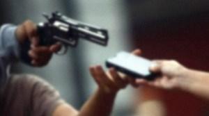 assalto 300x167 - DURANTE AULA REMOTA: Estudante tem casa arrombada e professor aciona Polícia
