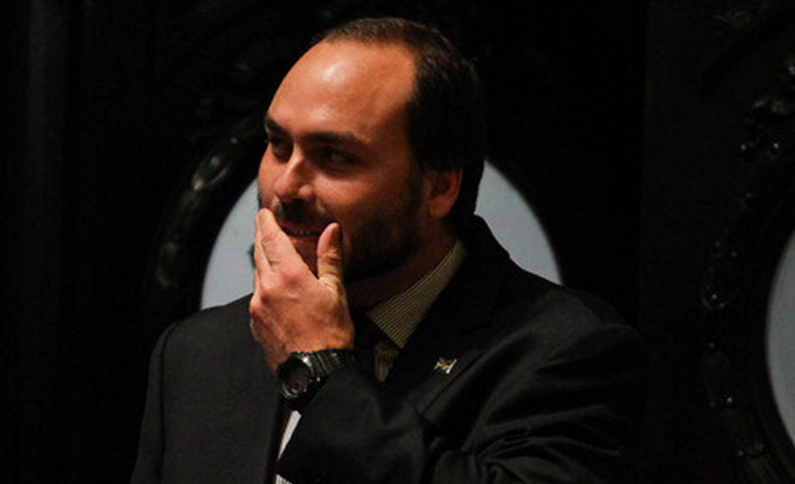 carlosbolsonaro 1140x694 1 - Gabinete de Carlos Bolsonaro pagou R$ 7 milhões a funcionários suspeitos de serem 'fantasmas', aponta relatório