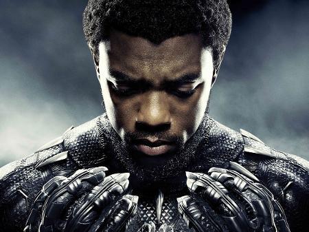 "chadwick boseman em poster de pantera negra 1598884435384 v2 450x337 - Elenco de ""Pantera Negra"" se reúne para homenagear Chadwick Boseman"