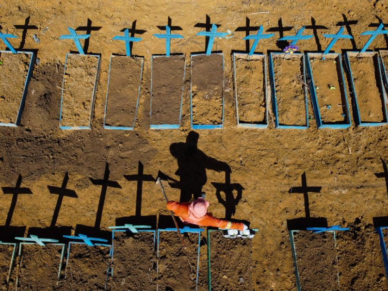 Brasil registra alta de mortes por Covid-19 em 7 estados e passa de 138 mil