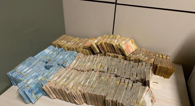 dinheiro lavagem campogrande 11092020120139610 - OPERAÇÃO STATUS: PF desfaz esquema milionário após show de dupla sertaneja famosa