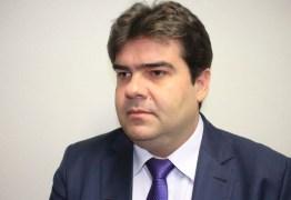 """Eduardo Carneiro questiona determinação para coibir uso de celular em unidades de Saúde: """"Risco de infecção ou de divulgação?"""""""