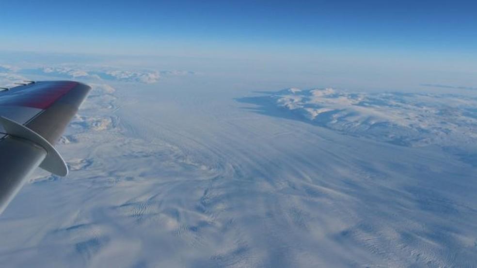 Pedaço gigante de gelo se desprende da última plataforma permanente no Ártico