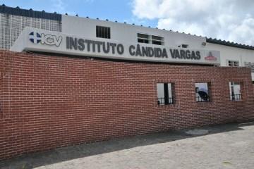 DESCASO: Família e amigos denunciam a Maternidade Cândida Vargas e apelam para que gestante internada desde domingo seja operada