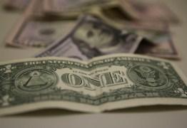 Dólar fecha no menor nível em um mês em dia de reforma administrativa