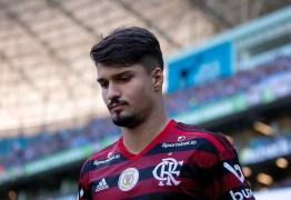 Zagueiro Thuler confirma que é mais um caso de covid-19 no Flamengo